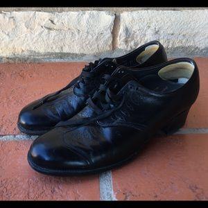Shoes - Vintage back wing tip Oxfords